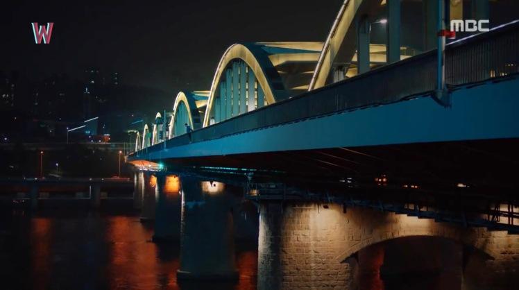 w-two-worlds-filming-location-Hangangdaegyo-Bridge-한강대교-1
