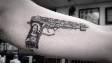 g-dragon-gun-tattoo-tybalt-800x450