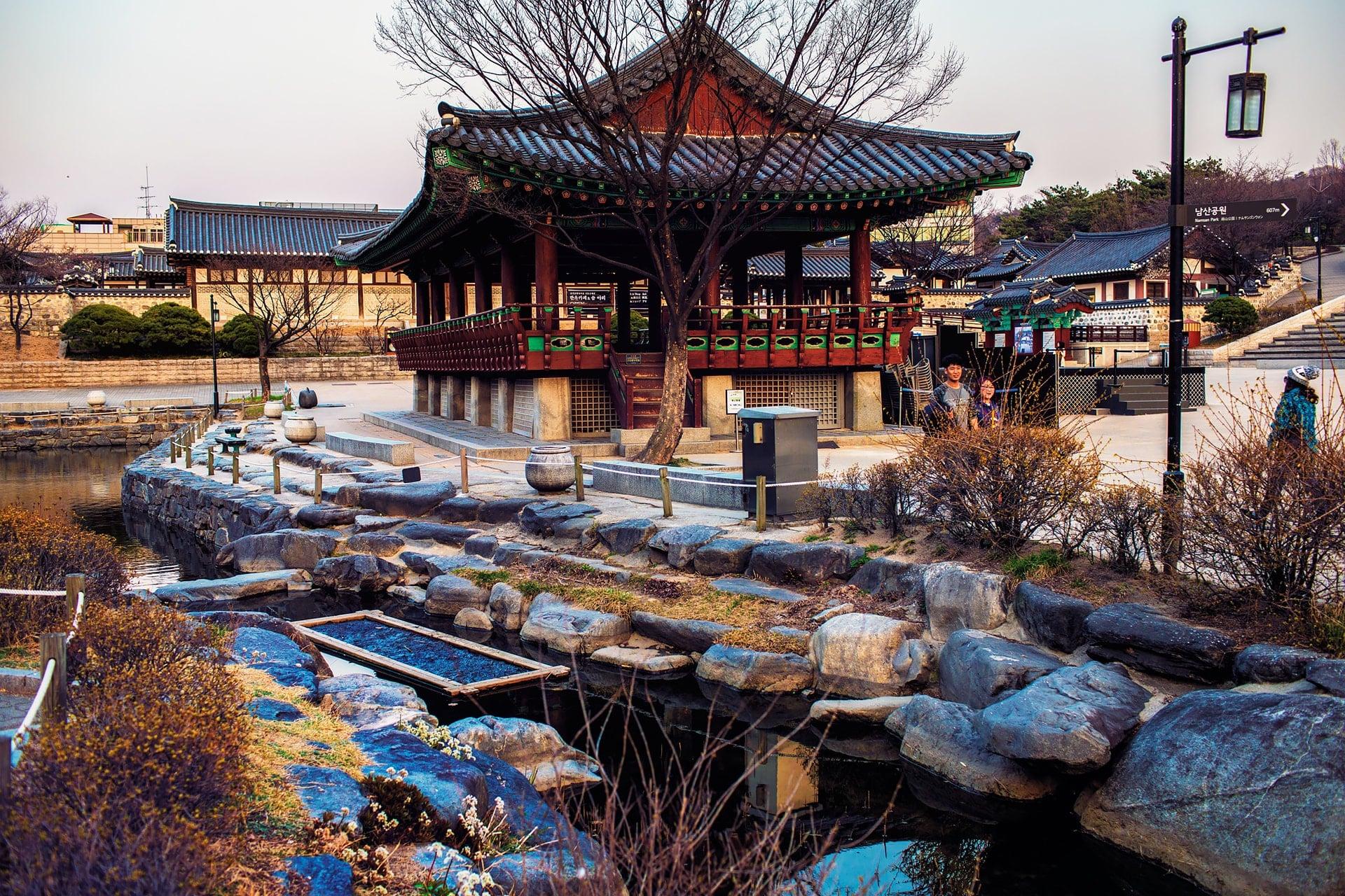 Chronugak-Plaza-at-Namsangol-Hanok-Village